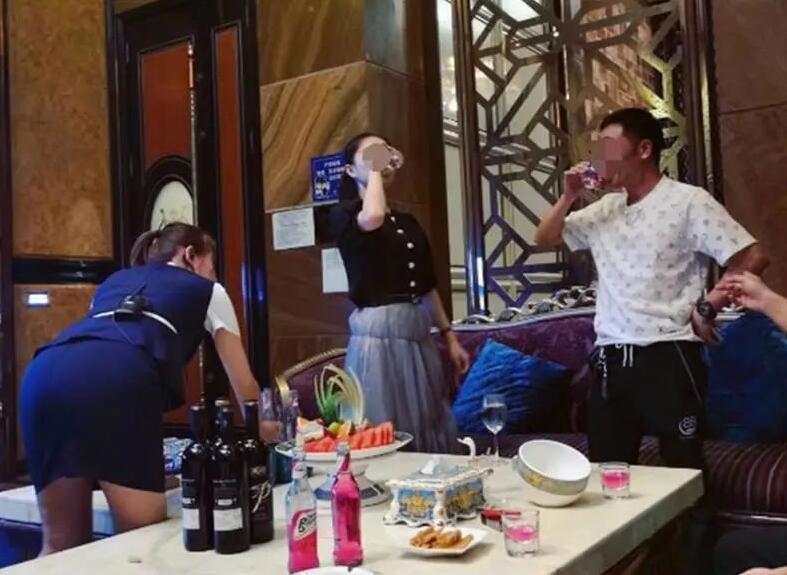 女网友爆料请广西一官员在高级酒店吃喝!结果……