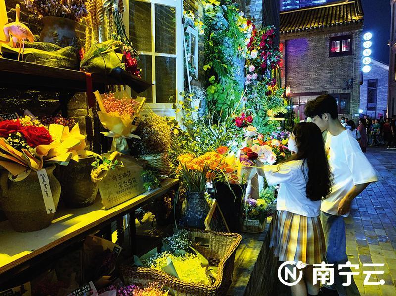 """南宁24小时自助花店盛开""""诚信之花"""""""