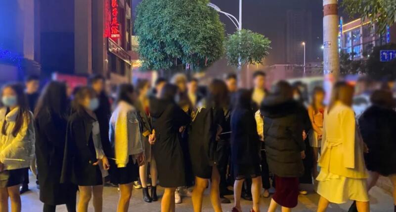 警方突击卖淫窝点!酒店老板等28人被抓,KTV内查获57名陪侍人员