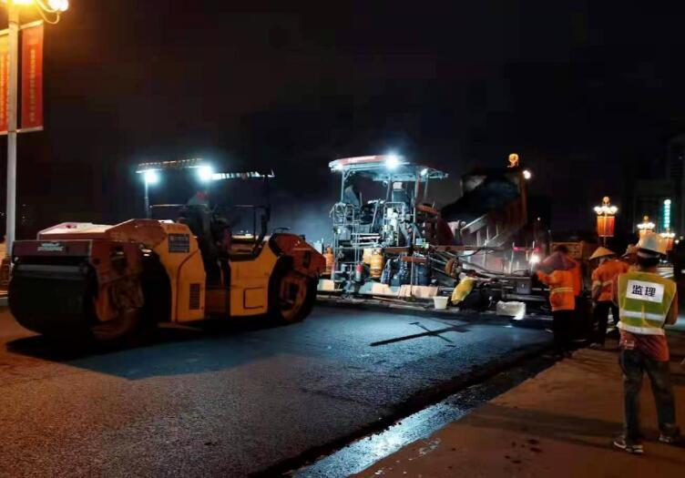 南湖大桥改造,夜间部分交通封闭进行施工